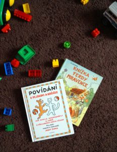 Flatlay dětské knihy